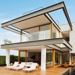 Casa alto padrão com estrutura metálica em torno da casa