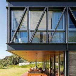Casa com balanço em estrutura metálica
