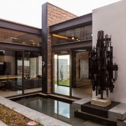 Casa com estrutura metálica com lâmina d'agua