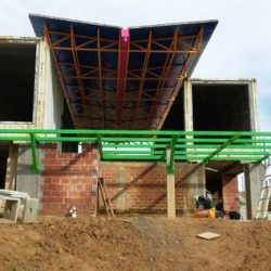 Casa de alto padrão com estrutura metálica