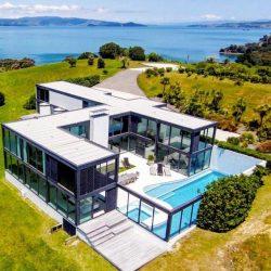 Casa de alto padrao com piscina