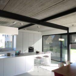 Casa minimalista com estrutura metalica