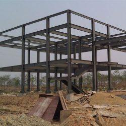 Construção estrutura metálica com escada