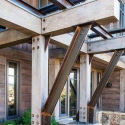 Estrutura metálica mista com madeira