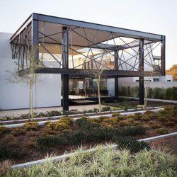 Fachada em estrutura metálica residêncial moderna