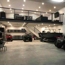 Mezanino metálico e garagem