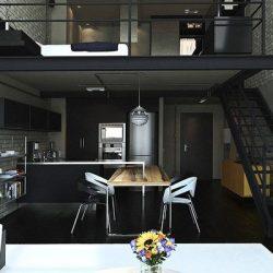 Mezanino utilizado como quadro, parte debaixo cozinha