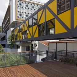Passarela metálica ligação entre prédio
