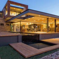 Residência alto padrão com iluminção ambientes integrados