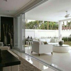 Residência com sala integrada área externa