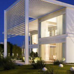 projeto metálico de uma residência com pergolados detalhado